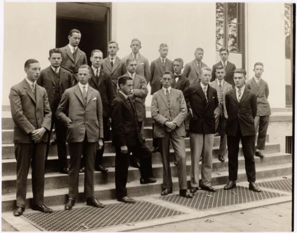052180 - Onderwijs. Textielschool. Dagcursus 1928/1929. Leerlingen van de dagcursus spinnen en weven.