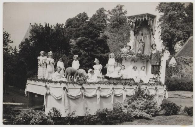 """078210 - Optocht ter ere van het 25-jarig jubileum van het op de troon zetten van het beeld van Onze Lieve Vrouw van Mirakelen Ter Linde, """"de Vreugderijke""""."""