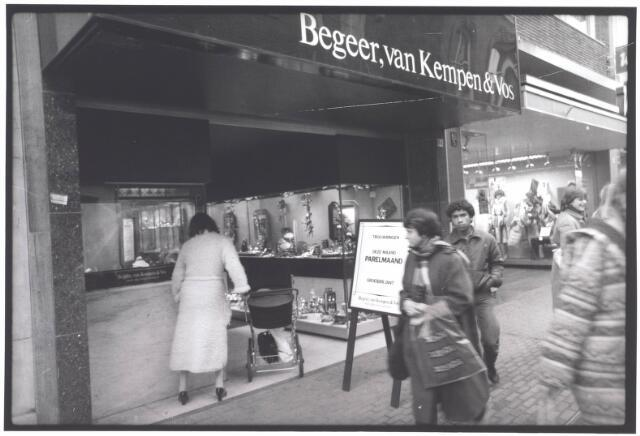 022003 - Juwelierszaak Begeer, van Kempen & Vos in de Heuvelstraat. Voorheen zat hier juwelier Henri Vermeer