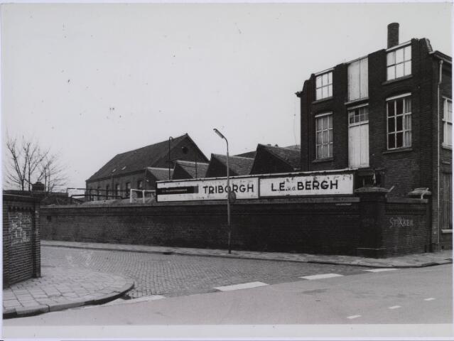 023128 - Textiel. Gebouwen van de voormalige textielfabriek L. E. van den Bergh kort voor de definieve sloop van het complex