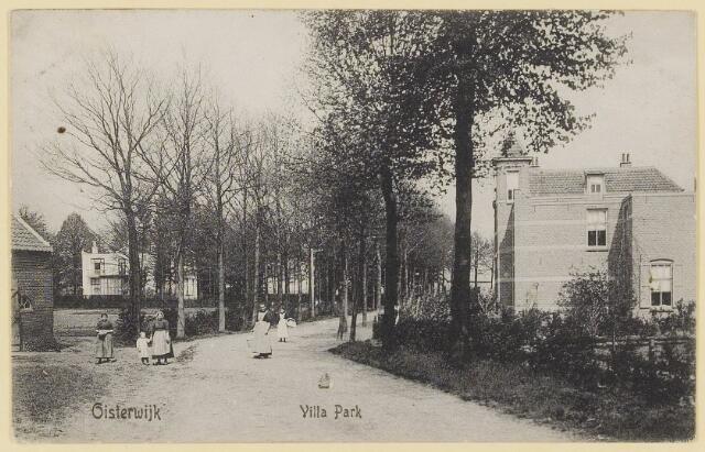 073884 - Villapark 'Hoog'gezien vanuit zuidelijke richting alsmede de gelijknamige villa, hier woonde  notaris van de Klei.