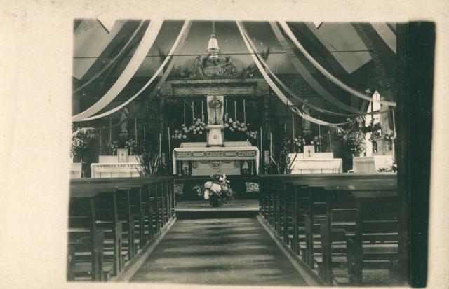 655511 - St. Joseph Missiehuis. De versierde kapel tijdens het Rectorfeest in 1925
