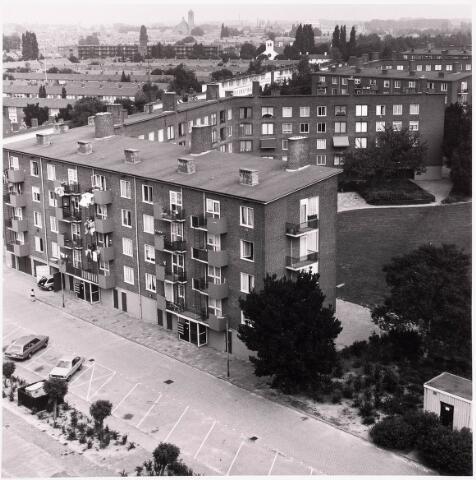 036674 - Panorama van Tilburg vanaf de flat aan de Gen. Smutslaan (Heineken)