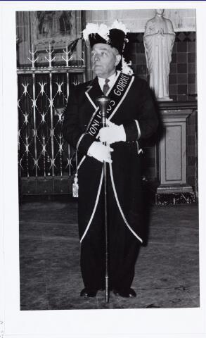 007257 - De laatste suisse (ordebewaker) van de Goirkese kerk was Arie Johan Klop. Hij werd geboren te Haaften op 2 juli 1897 en was in het dagelijks leven politieagent. Foto jaren ´50 -´60.