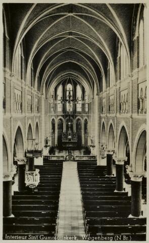 91827 - Het interieur van de Sint Gummaruskerk, Wagenberg. De Sint-Gummaruskerk is een rooms-katholieke driebeukige neogotische kruiskerk en  is ontworpen door architect Petrus Johannes (Piet) van Genk.  Ze werd gebouwd tussen 1903 en 1904 en in 1904 in gebruik genomen. In 2010 werd begonnen met de restauratie van deze kerk.