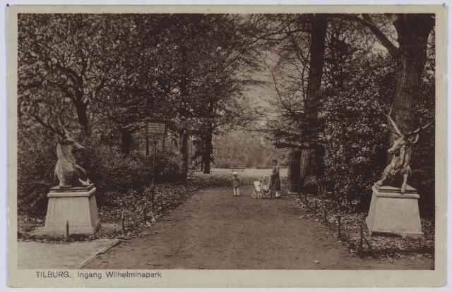 002842 - Wilhelminapark, herten bij de ingang van het park.