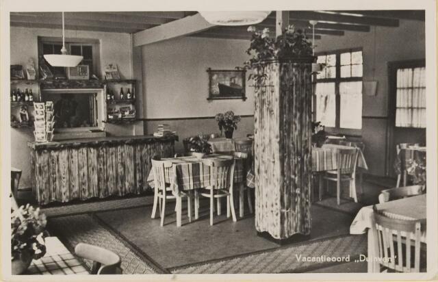 074813 - Scheibaan. vakantiecentrum 'Duinven' en het exterieur van Heck's vakantieoord beide gelegen aan de Scheibaan.