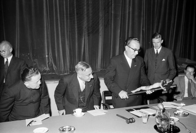 050793 - Bijeenkomst R.K. werkgevers.  3e van links de heer De Quay, Commissaris van de Koningin in Noord-Brabant