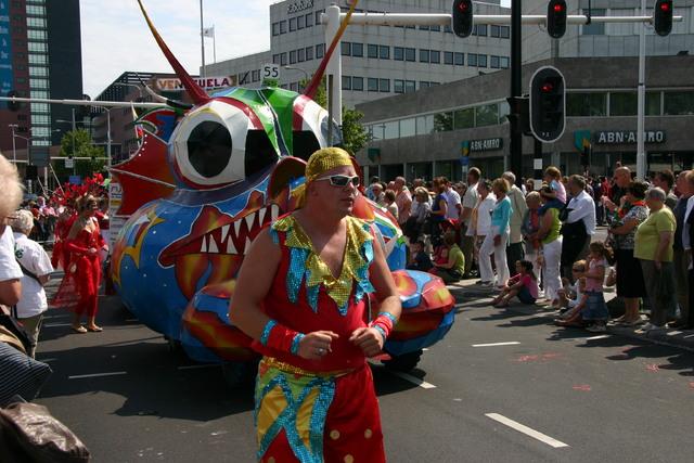 657373 - De T-parade. Een kleurrijke multiculturele optocht door het centrum van Tilburg. De vele culturen van Tilburg worden getoond.