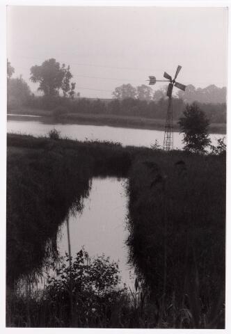 034760 - Windmolen met slootje langs het Wilhelminakanaal