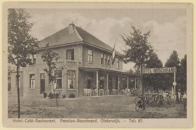 """073765 - Hotel """"Boschrand"""" gelegen aand de Gemullehoekenweg. Momenteel is hier het indisch restaurant """"Rasa Senang"""" gevestigd. Tegenover dit restaurant staat het nieuwe hotel """"Boschrand""""."""