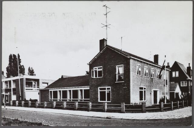 010591 - Protestant militair tehuis aan de Olijfstraat nr. 3, hoek Plataanstraat.