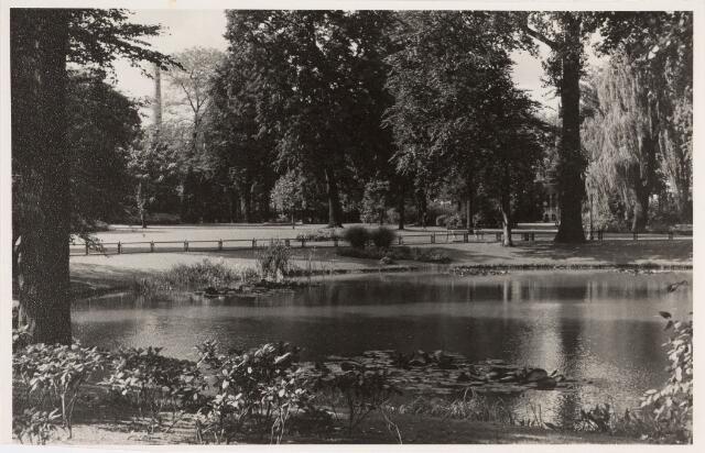 035129 - Wilhelminapark met vijver.