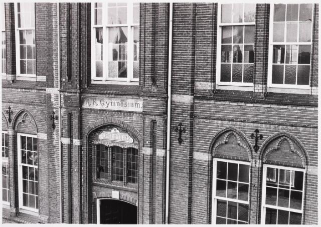 025399 - Voorgevel van het gymnasium aan de Lange Nieuwstraat