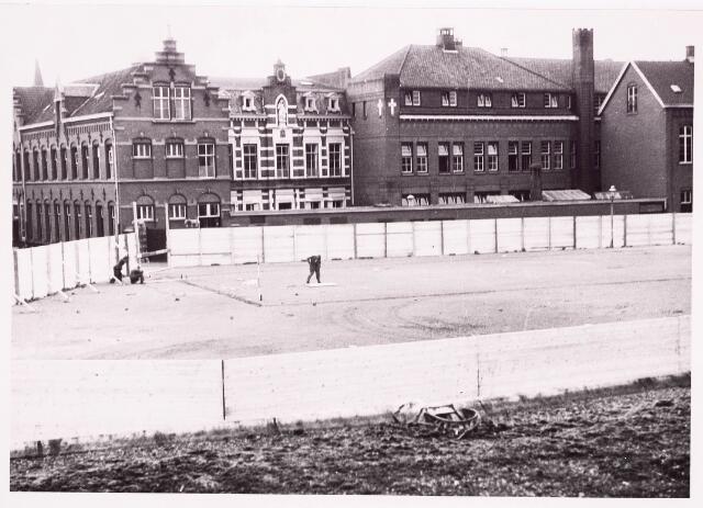 035553 - Bouwplaats van de schouwburg aan het Stadhuisplein