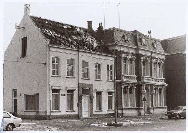 019197 - Kantoor van wollenstoffenfabriek Gebroeders Franken (links) en een fabrikantenwoning aan de Goirkestraat