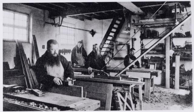 048623 - Timmerwerkplaats van de capucijnen in Biezenmortel.