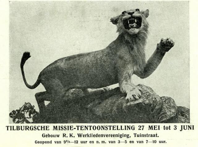 082920 - Brullende leeuwin op de missietentoonstelling, gehouden in het gebouw van de r.k. Werkliedenvereniging aan de Tuinstraat.