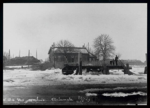 91806 - Made en Drimmelen. Het Veerhuis van J.T.H. Vos in Drimmelen.