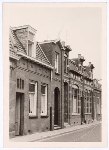017129 - Panden Capucijnenstrat 129 (rechts) en 131a (links) anno 1963