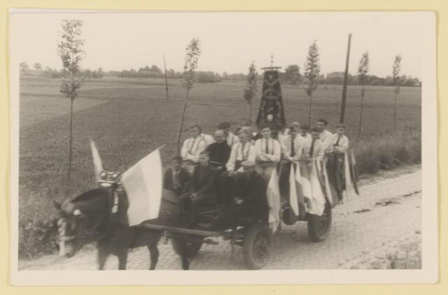 080857 - WOII; WO2; Bevrijding Udenhout 1945. De optocht.