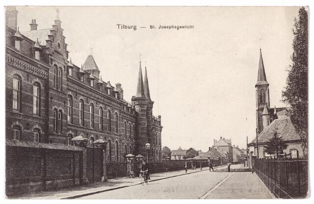001565 - Lange Nieuwstraat met links het St. Josephgesticht en rechts de toren van het clarissenklooster.