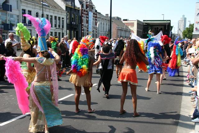 657398 - De T-parade. Een kleurrijke multiculturele optocht door het centrum van Tilburg. De vele culturen van Tilburg worden getoond.