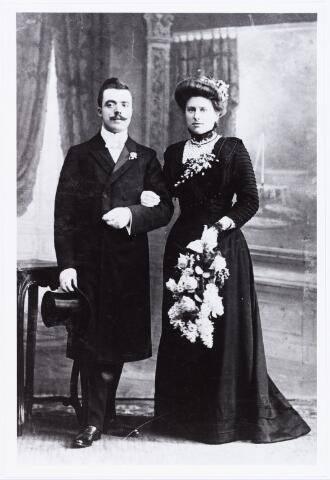 007696 - Trouwfoto Augustinus Josephus van Raak geboren te Tilburg 23 maart 1882 overleden te Rotterdam op 15 september 1964 en Johanna Maria Martha de Kort geboren in Den Haag op 10 januari 1878, overleden te Rotterdam op 4 november 1963.