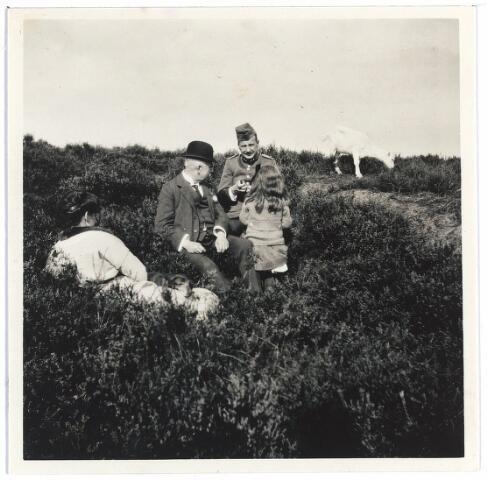 006707 - Familie Brouwers-van Waesberghe in heideveld