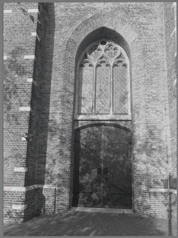 88710 - Kerk H. Antonius Abt, Marktstraat 2,Terheijden. Hoofdingang onder de toren.