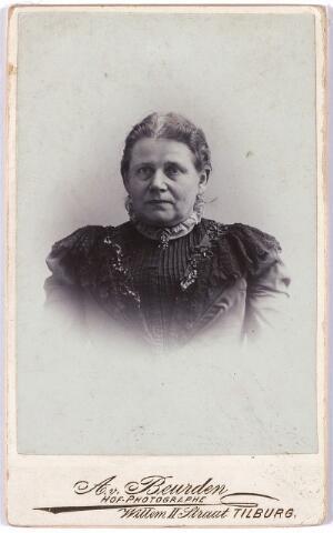 005561 - Mevrouw Aloisa de Rooy-van Dijk, overleden te Tilburg 28 november 1927, echtgenote van Willem de Rooy, dochter van Gabriël van Dijk-de Wijs.