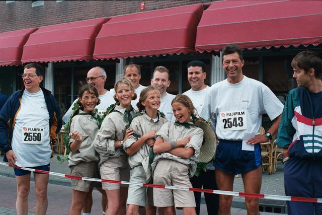 1237_010_770_008 - 1999 Ten Miles. Voorbereiding supporters