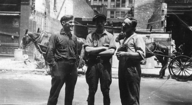 1709_0001 - Familie Franken-Donders. Drie mannen in werkkleding