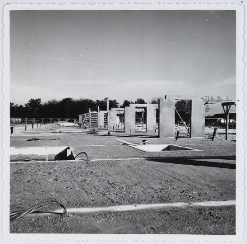 028352 - Bekisting en fundering onderbouw van de Heboma flats aan de Perosistraat