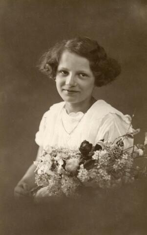 601743 - Josepha Johanna Maria Cornelia (Joos) van Eijck. Geboren op 21 april 1914 te Tilburg als dochter van Josef M.C. van Eijck en Joanna J. van Pelt.