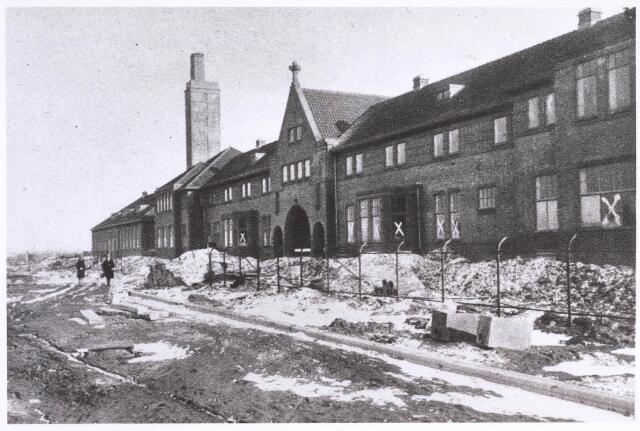022951 - Elisabethziekenhuis. Bouw van het St. Elisabethziekenhuis. Elisabethziekenhuis in aanbouw 1929. De hoofdingang aan de Jan van Beverwijckstraat. De hoge toren is van het energiegebouw