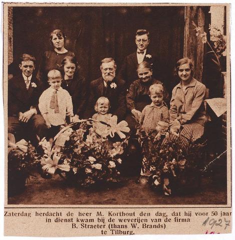 004982 - Michiel Cornelis KORTHOUT (Tilburg 1865-1937), lakenwever,  had ook een snoepwinkel met loterijbak. In aug. 1927 vierde hij zijn 50-jarig jubileum in dienst van de firma B.Th. Straeter, later W. Brands (Tilburgsche kamgaren- en wollenstoffenfabriek Tilkamwol). Ter gelegenheid daarvan werd hij onderscheiden met de bronzen medaille in de Orde van Oranje-Nassau. Hij trouwde in 1888 met Petronella van Eindhoven.