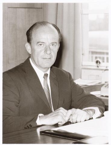 039279 - Volt, Directie, Management. Ir. A. v. d. Bos, directeur van Volt van 1 april 1970 tot en met 30 juni 1977.  Hij overleed in 1980 te Zweden waar hij kort na zijn pensioen ging wonen.