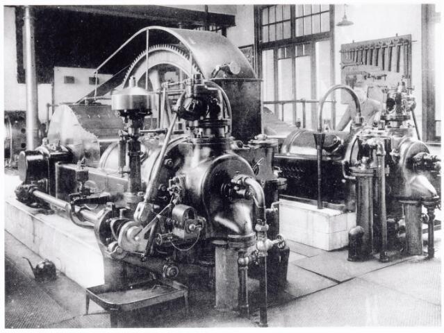 038448 - Nijverheid. Schoen- en leerindustrie. Interieur van N.V. J. van Arendonk's schoen- en lederfabrieken zuiggasinstallatie
