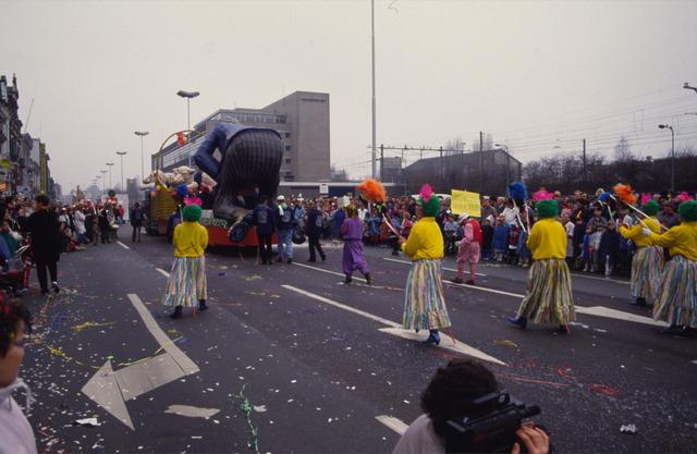 656868 - Carnaval Tilburg. D'n Opstoet. Carnavalsoptocht in 1987.  Praalwagen en loopgroepen.