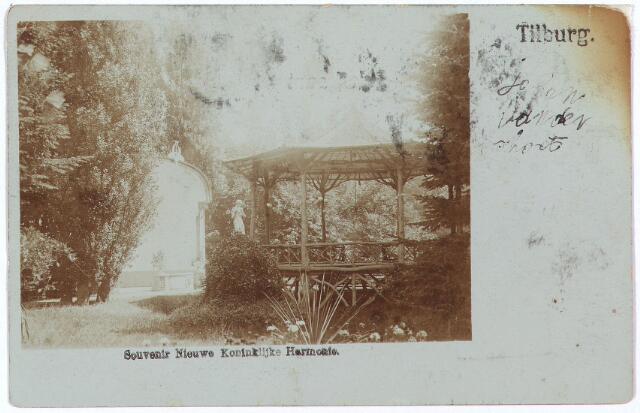 002593 - Stationsstraat. De tuin van sociëteit de Nieuwe Koninklijke Harmonie met tuinbeeld en de kiosk waar regelmatig concerten werden gegeven.