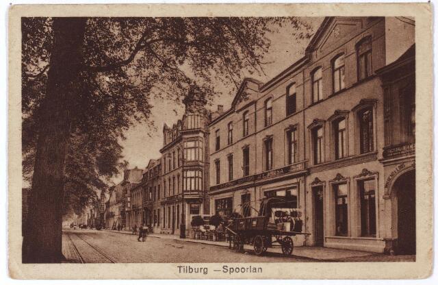 002167 - Spoorlaan richting Heuvel. Rechts hotel 'Suisse' (eigenaar J. Jorna).