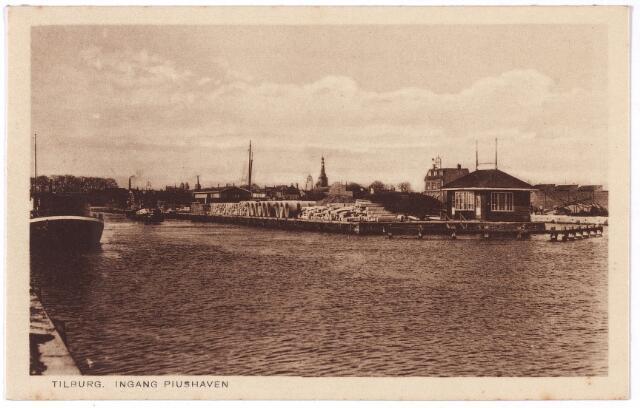 001940 - Piushaven. Op de achtergrond de kerktoren van 't Heike. Links achter het houten gebouwtje café Havenzicht.