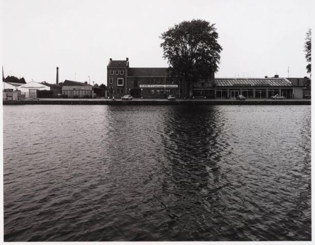 028530 - Piushaven met bedrijven genomen in de zomer van 1981, onder andere Vehorn B.V., groothandel in woningtextiel