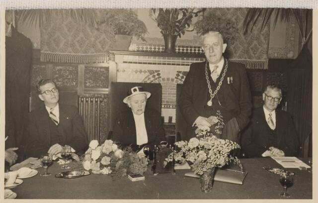 085247 - Dongen. 12,5 jarig ambtsjubileum burgemeester Sweens.