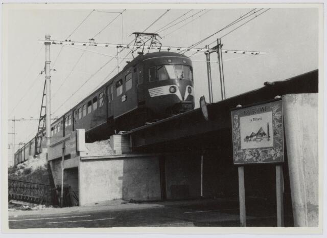 037165 - Spoorwegen: Hoogspoor en viaduct Ceciliastraat