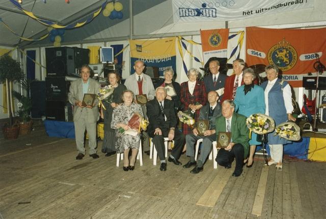 800098 - Sport. Voetbal. Voetbalvereniging R.K.S.V. Taxandria in Oisterwijk. Feest in de tent ter gelegenheid van het 40-jarige bestaan van de vereniging. Zittend, tweede van links, Adrianus (Has) Swanenberg (06-02-1914 / 09-2000), een van de oprichters van Taxandria.
