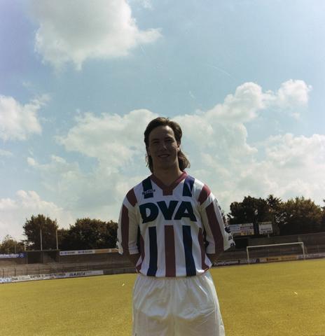1237_010_672-3_003 - Jean-Paul van Gastel. Voetbalde bij Willem II in de periode 1990-1996. Hij was een verdedigende middenvelder.  Sport. Voetbal.