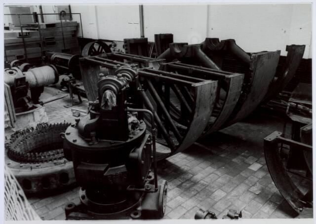 019453 - Textielindustrie. Onderdelen van een van de stoomketels van de gesloten wollenstoffenfabriek H.F.C. Enneking