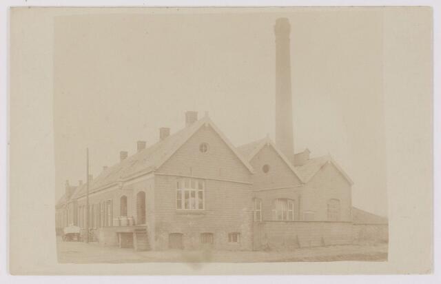 """082613 - Rijen, Wilhelminastraat 6. Cooperatieve Stoomzuivelfabriek """"De Hoop"""" Van 1919 tot 1957 was A.C. Haagh de directeur. De in 1898 gebouwde fabriek was in 1926 te klein. Er is toen een nieuwe fabriek gebouwd in de Pastoor Gillisstraat. Het oude gebouw werd verkocht aan P. Gijsbrechts"""